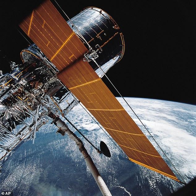 Le télescope Hubble (photo) a été lancé en 1990 et la Nasa espère qu'il restera opérationnel jusque dans les années 2020. Il étudie la lumière visible et proche des ultraviolets et il n'existe aucun successeur clair pour la remplacer. Il a mal fonctionné et est passé en mode veille plus tôt cette semaine