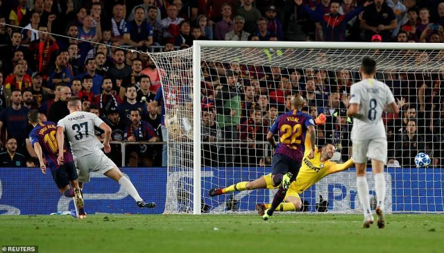 Alba finished off from a relatively tight angle into the bottom right corner of the net past the diving Handanovic