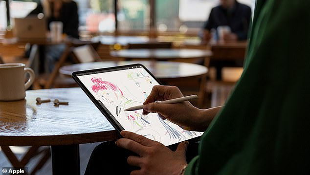 Adobe's Jamie Myrold ​​released a new version of Photoshop for the iPad, as well as a new app for creating Augmented Reality Creation. The Apple Pencil can be purchased separately from the iPad