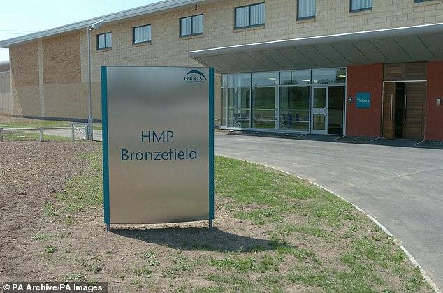 HMP Bronzefield (oben), wenn Dennehy ein Insasse ist und eine neue ITV-Dokumentation gedreht wurde