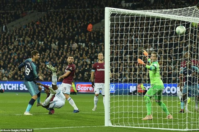 Fernando Llorente restored Tottenham's two-goal lead as he volleyed home a corner shortly before coming off