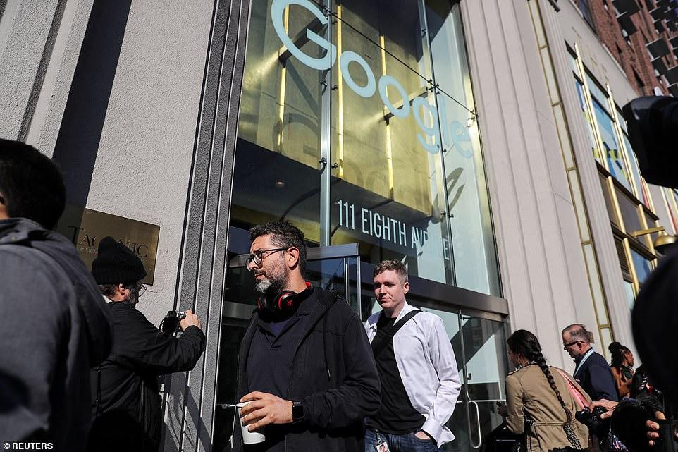 Google-Mitarbeiter in New York werden zu Beginn ihres Arbeitstreffens gezeigt, der am Donnerstag um 11.10 Uhr Eastern Time begann