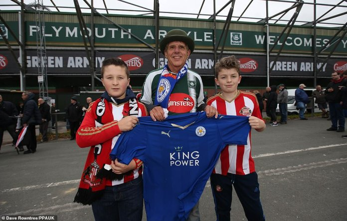 The fans of Plymouth and Sunderland pay tribute to Leicester following the tragic events of the last week before their game