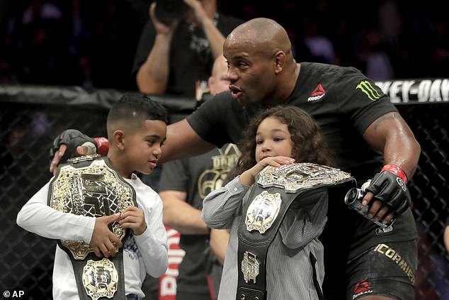 The winner lets his children Daniel (left) and Marquita (right) wear his belt