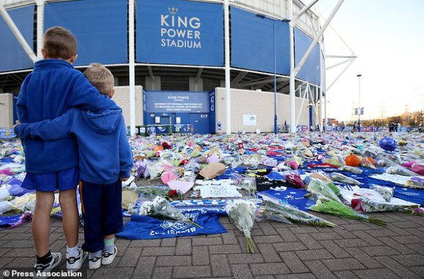 Young fans respect their respect at the Leicester City Football Club (Nigel French / PA)