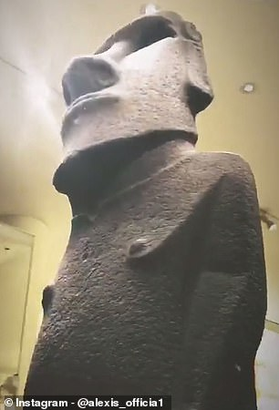 Attractions that Sanchez visited included Hoa Hakananai & # 39; a, a statue taken in 1868 from Chile