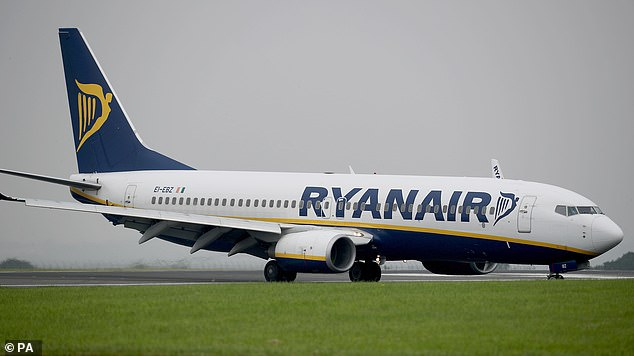 No-Frills airline Ryanair was struck down for refusing to issue its £ 55 airport check-in fee, although the website and mobile app will be closed 12 hours later, where check-in is free