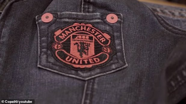 Pogba & # 39; s new denim jacket had a Manchester United badge in his pocket.