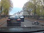 La Mondeo surveille la voiture avec une caméra de tableau de bord en traversant Oldbury, West Midlands