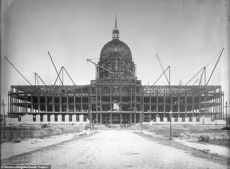 Construction of the City Hall of San Francisco in 1913. One of the most famous marriages that were held in the building was that of Marilyn Monroe and Joe DiMaggio in 1954