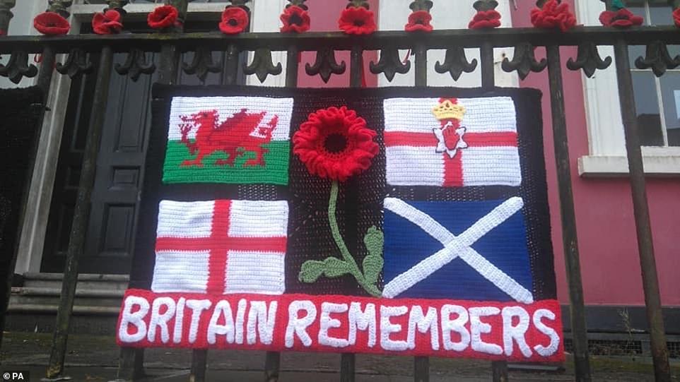 Décorations tricotées pour le jour de l'armistice à Haverfordwest, dans le Pembrokeshire au pays de Galles