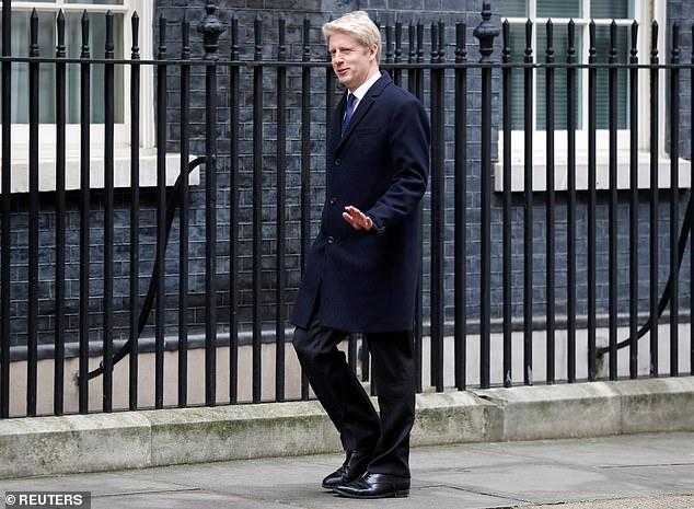 L'une des accusations les plus blessantes de Jo contre Theresa May est que ses propositions concernant le Brexit «offrent à la nation un choix entre deux résultats profondément peu attrayants, le vassalage et le chaos».