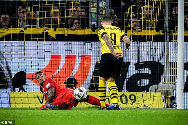 Jerome Boateng does his best to Pacy Alcacer from very close range