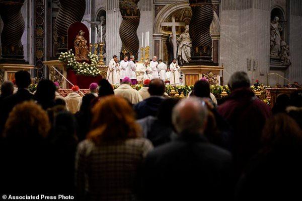 Pope decries that 'wealthy few' feast on what belongs ...