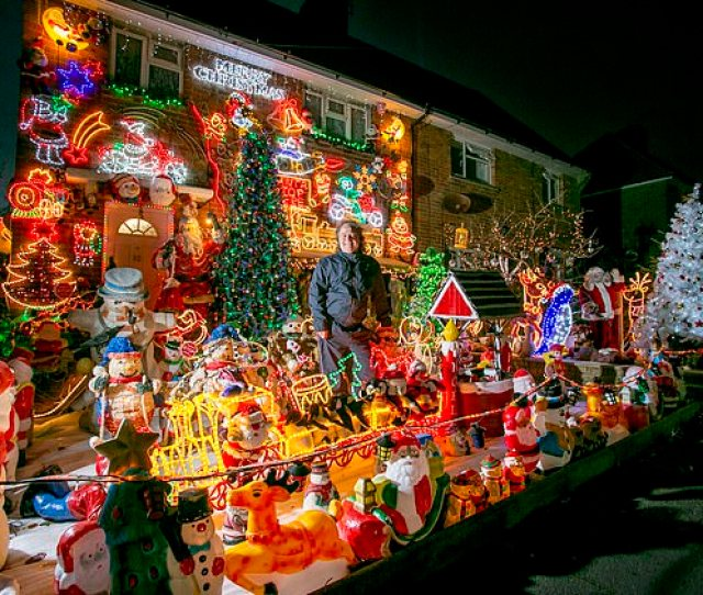 Each Year Couple Michael And Lyn Farnes Transform Their Home Into A Winter Wonderland To Raise