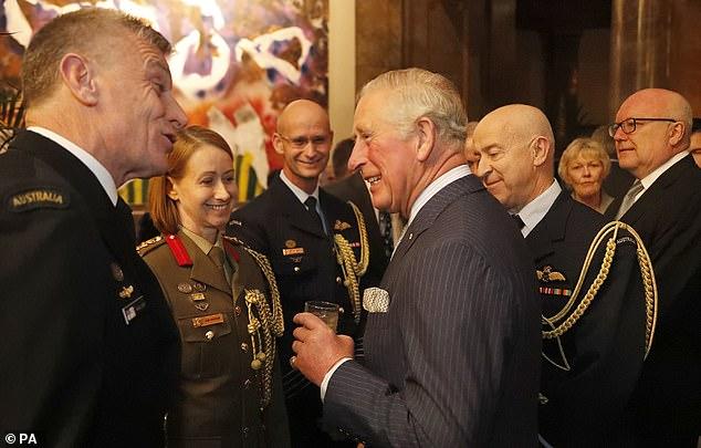 El príncipe Carlos, que se dirigía a los invitados en una recepción en la Casa de Australia en Londres, bromeó diciendo que Kylie y Shane estaban en la carrera