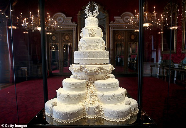 Prince William and Kate Middleton¿s wedding cake in 2011