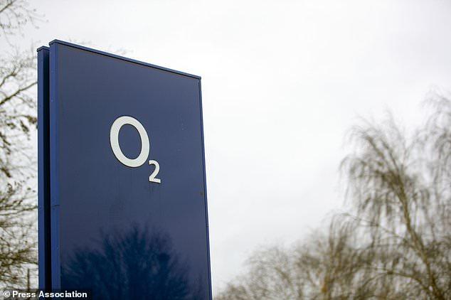 O2 ha dicho que se han restaurado los servicios en todo el país, pero los clientes le dijeron al proveedor de la red que aún no pueden hacer llamadas o mensajes de texto.