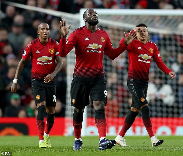 Belgian star Romelu Lukaku (center) scored his second goal in three Premier League games