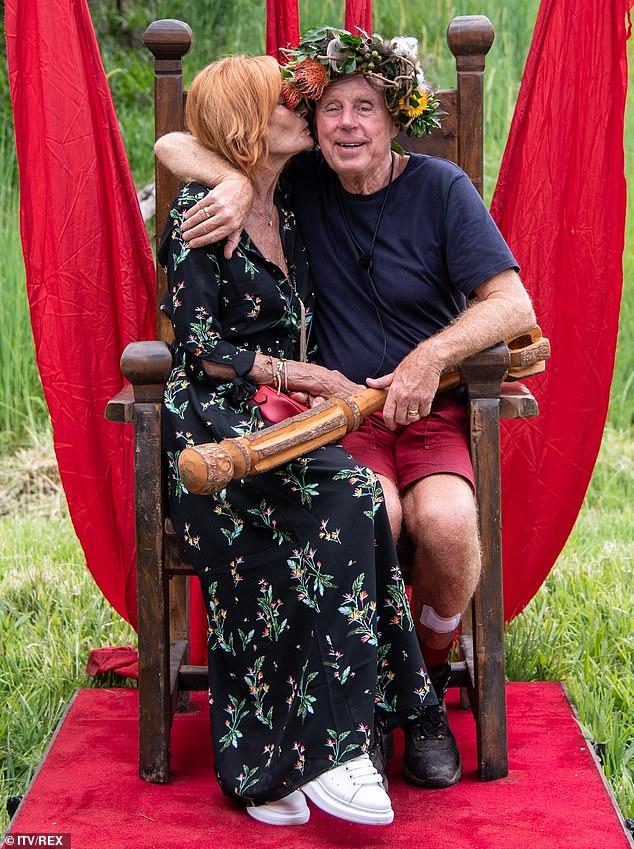 """""""Mein Herz"""": Harry gewann die Herzen der Nation, als er über seine dauerhafte Liebe zu seiner 54-jährigen Frau Sandra, während seines Aufenthalts im Dschungel, sprach"""