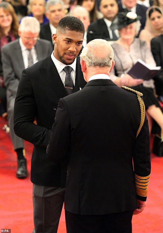 The pair were photographed shaking hands and in discussion in front of the packed audience