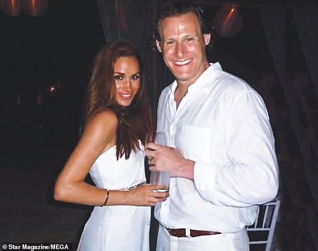 Betrayed by her emails, Meghan Markle is in great shape!