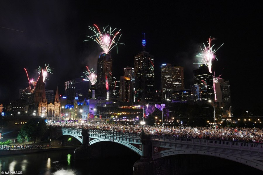 About 350,000 descended on Melbourne's CBD to witness the Victorian city's fireworks spectacle