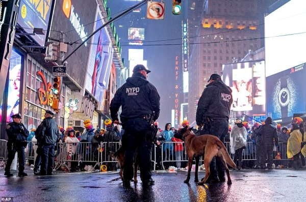 Times Square gears up for soggy New Year's Eve as ...