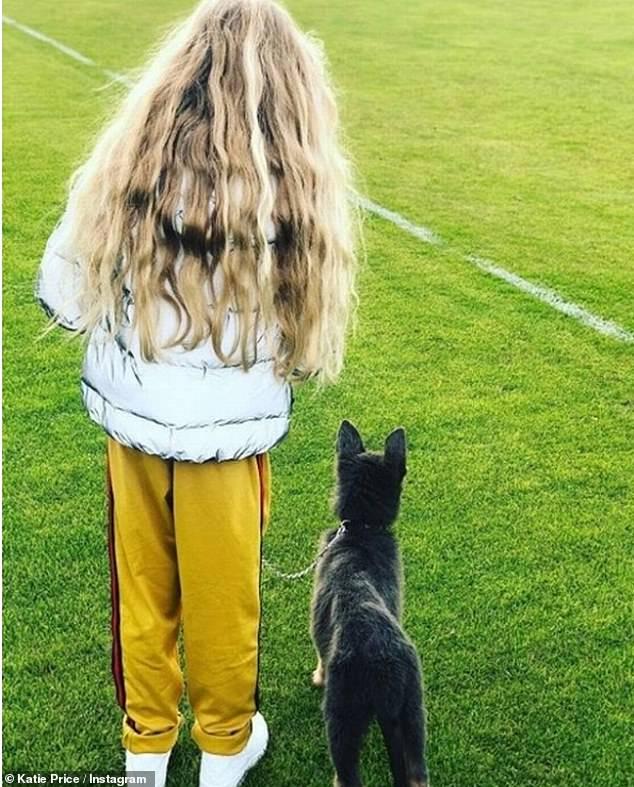 Zu ihrer Familie kam hinzu: Katie teilte ihre Tochter Princess mit ihrem Hund Bär