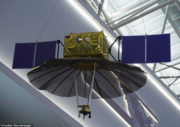 China's Chang'e-4 spacecraft is first to land on dark side ...