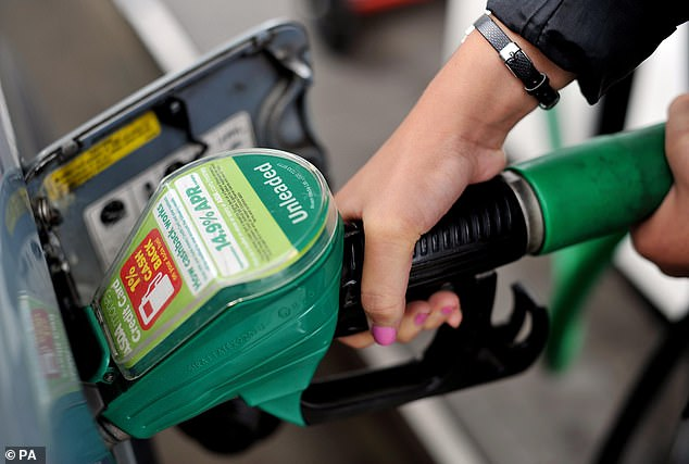 Lowest price for 10 months: the average price of petrol dropped below £ 1.20 per liter for the first time since March 2018