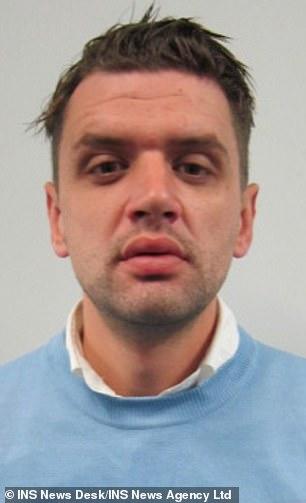 Nov. 2009. Der Henker köpfte den verurteilten Verbrecher zuerst, zerhieb dann seinen Körper.