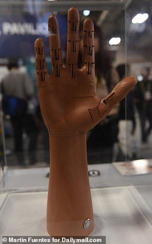 New York-based prosthetics company Unlimited Tomorrow unveiled its amazing 3D-printed prosthetic arm at CES this week