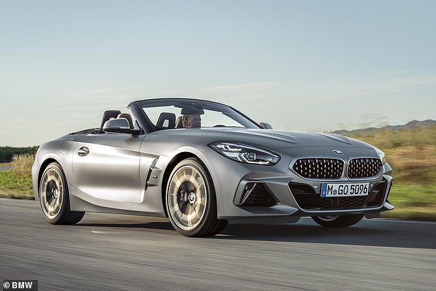 The petrol engine with a 3.0-liter, 6-cylinder turbocharger is the same as that used in the current BMW Z4, shown here