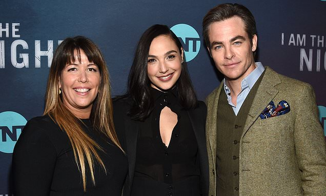 chris pine gets support from wonder woman gal gadot and patty jenkins at i am the night la premiere