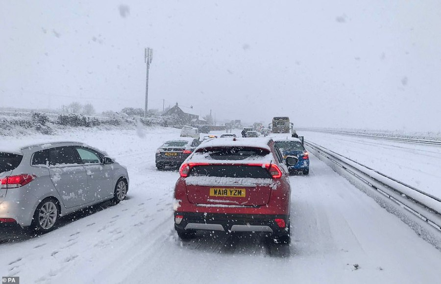 Around a hundred cars are stuck in the snow on the A30 in Cornwall.Chief Inspector Adrian Leisk, head of roads policing across Devon, Cornwall and Dorset, confirmed the cars were stuck