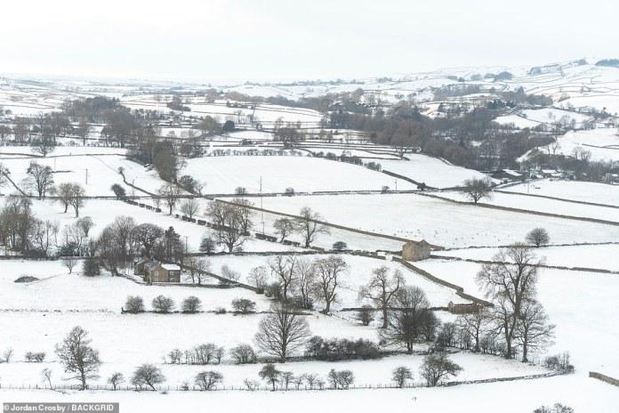 Die Bewohner von Middleton in Teesdale, County Durham, wachten heute zu verschneiten Szenen auf, nachdem die Temperaturen am Samstag unter Nacht gefallen waren