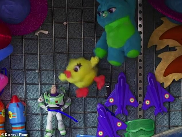 Teamwork: with Bunny swinging Duckie, he reconnects with Buzz's head, and steals the catch from Buzz with the words' To infinity, and my foot! & # 39;