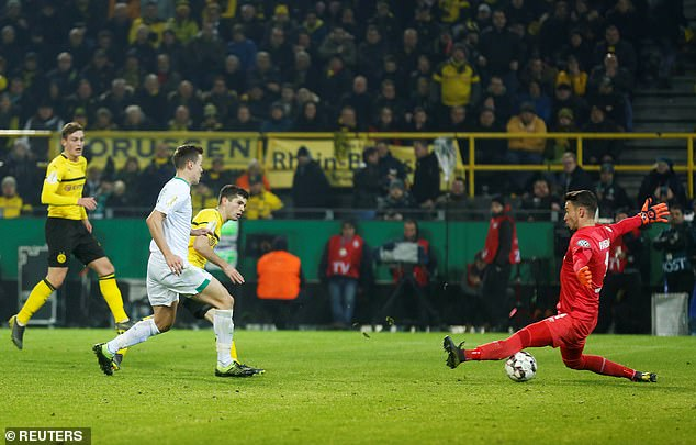 Christian Pulisic beats visiting keeper Jiri Pavlenka to give Dortmund the lead for the first time