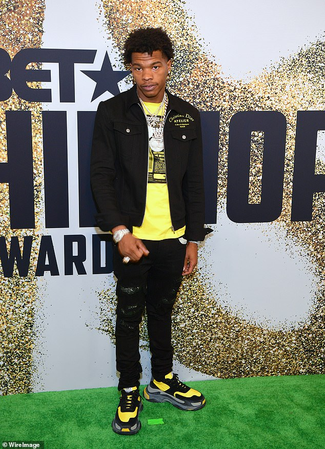 On the green carpet: Here is the singer in Miami at the BET Hip Hop Awards 2018 to see