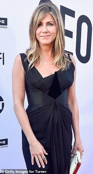 Ensemble à nouveau: Jennifer Aniston et Brad Pitt se sont embrassés samedi soir à l'occasion de son 50e anniversaire à l'hôtel Sunset Tower à West Hollywood, a affirmé ET