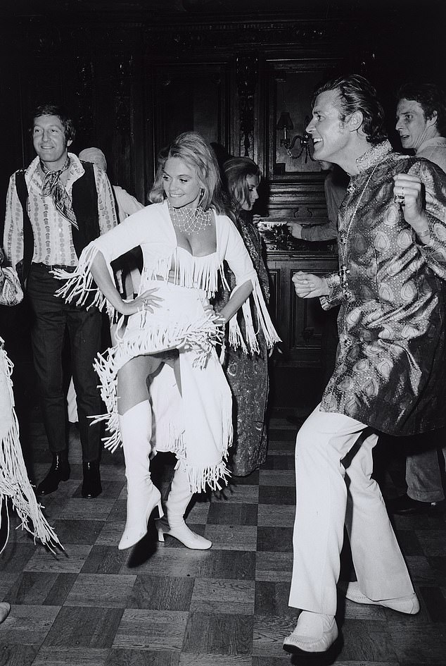 Roger Moore and Dyan Cannon dance at the nightclub. It is not clear when it was taken