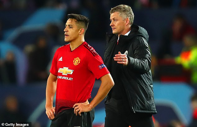 Man United boss Ole Gunnar Solskjaer (R) has compared Alexis Sanchez to a bottle of ketchup