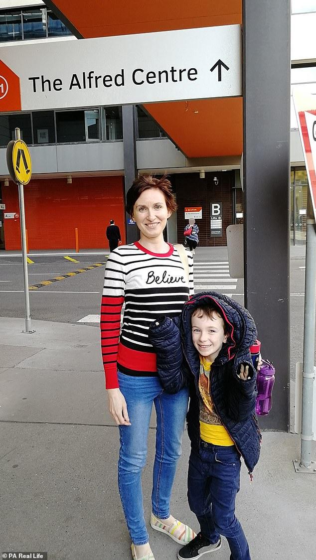 Frau Moreton zog im Juli 2018 nach Melbourne zurück, um näher bei ihrer Familie zu sein, falls sie einen Rückfall erlitt. Eine Knochenbiopsie hat jedoch bestätigt, dass sie sich immer noch in Remission befindet
