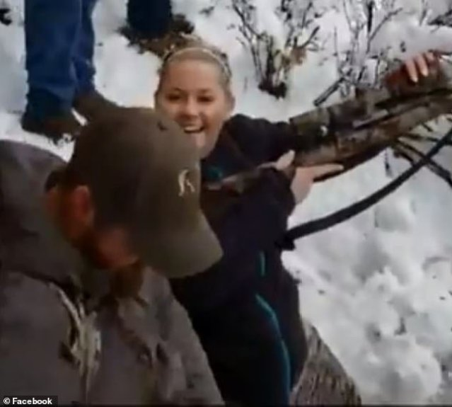 https://i1.wp.com/i.dailymail.co.uk/1s/2019/02/28/21/10423120-6757649-The_woman_appears_overjoyed_having_killed_the_bobcat_during_the_-a-20_1551389112207.jpg?resize=639%2C575&ssl=1
