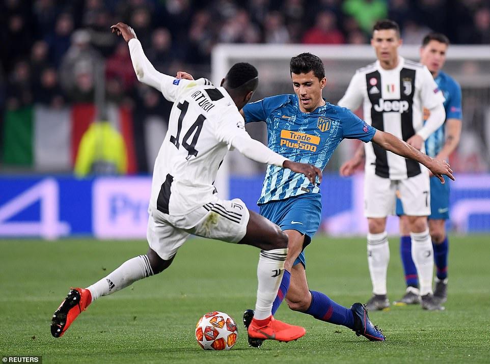 Atletico Madrid midfielder Rodri challenges for the ball against Juventus' French international Blaise Matuidi