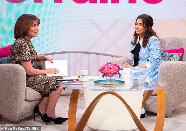 """Giddy: La estrella le dijo a Lorraine Kelly el viernes que está intrigada por tener a su primera hija, pero agregó que ella y Joe están """"sobre la luna"""" para estar esperando."""