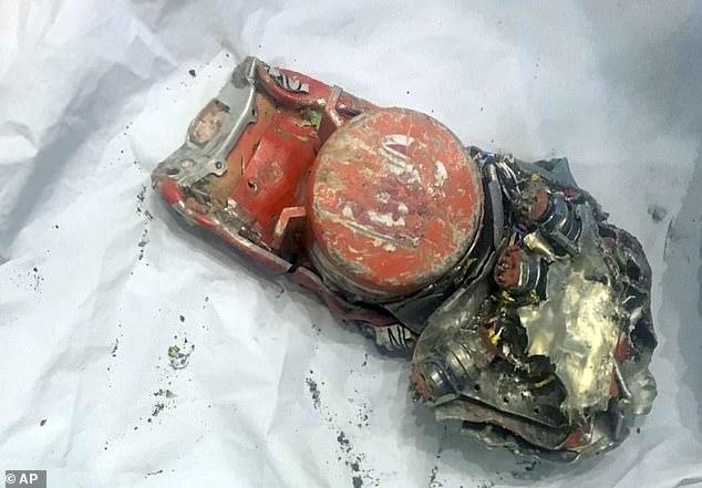 Untersuchung: Einer der Flugschreiber der Black Box aus dem abgestürzten Flugzeug der Ethiopian Airlines