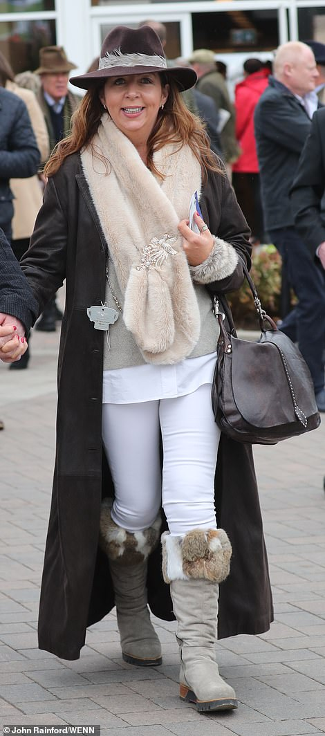 This stylish guest opted for a casual look dressed up with fur accessories