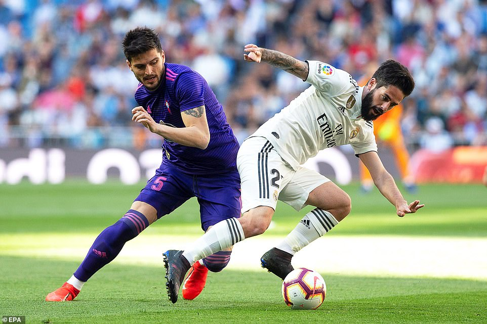 Real Madrid's Isco (right), who was recalled by Zidane, in action against Celta Vigo's Okay Yokuslu (left) at the Bernabeu